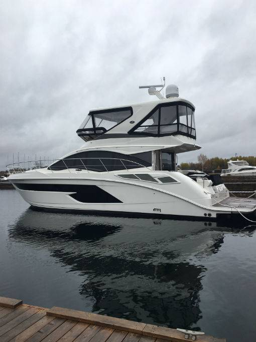 2018 SEA RAY 520 FLY