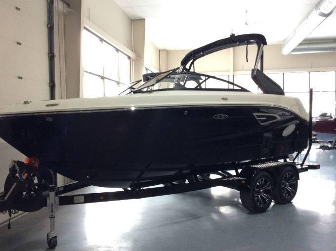 2017 SEA RAY SLX-W 230