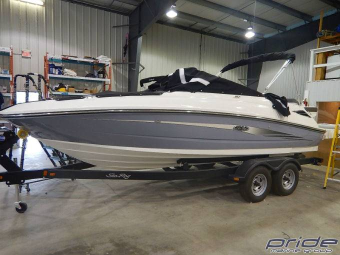 2016 SEA RAY 220 SUNDECK