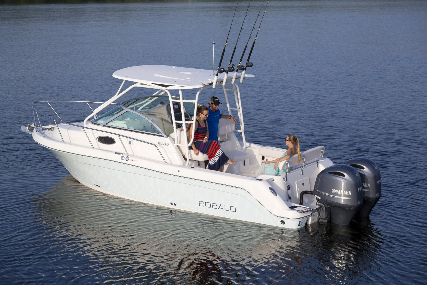 New boat brochures 2017 robalo r265 for Best fishing boats 2017
