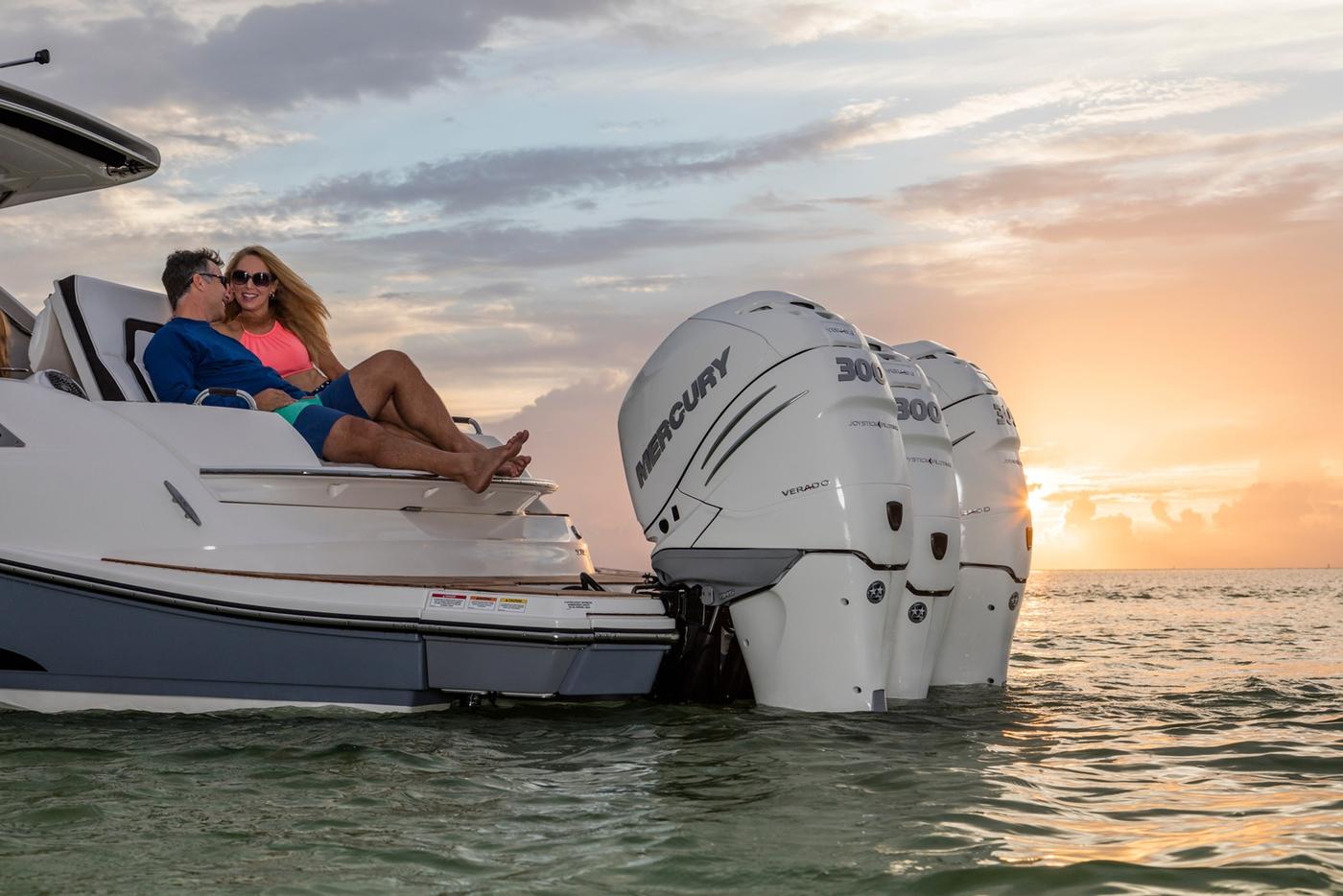 New Boat Brochures - 2017 SEA RAY SLX 350 OB