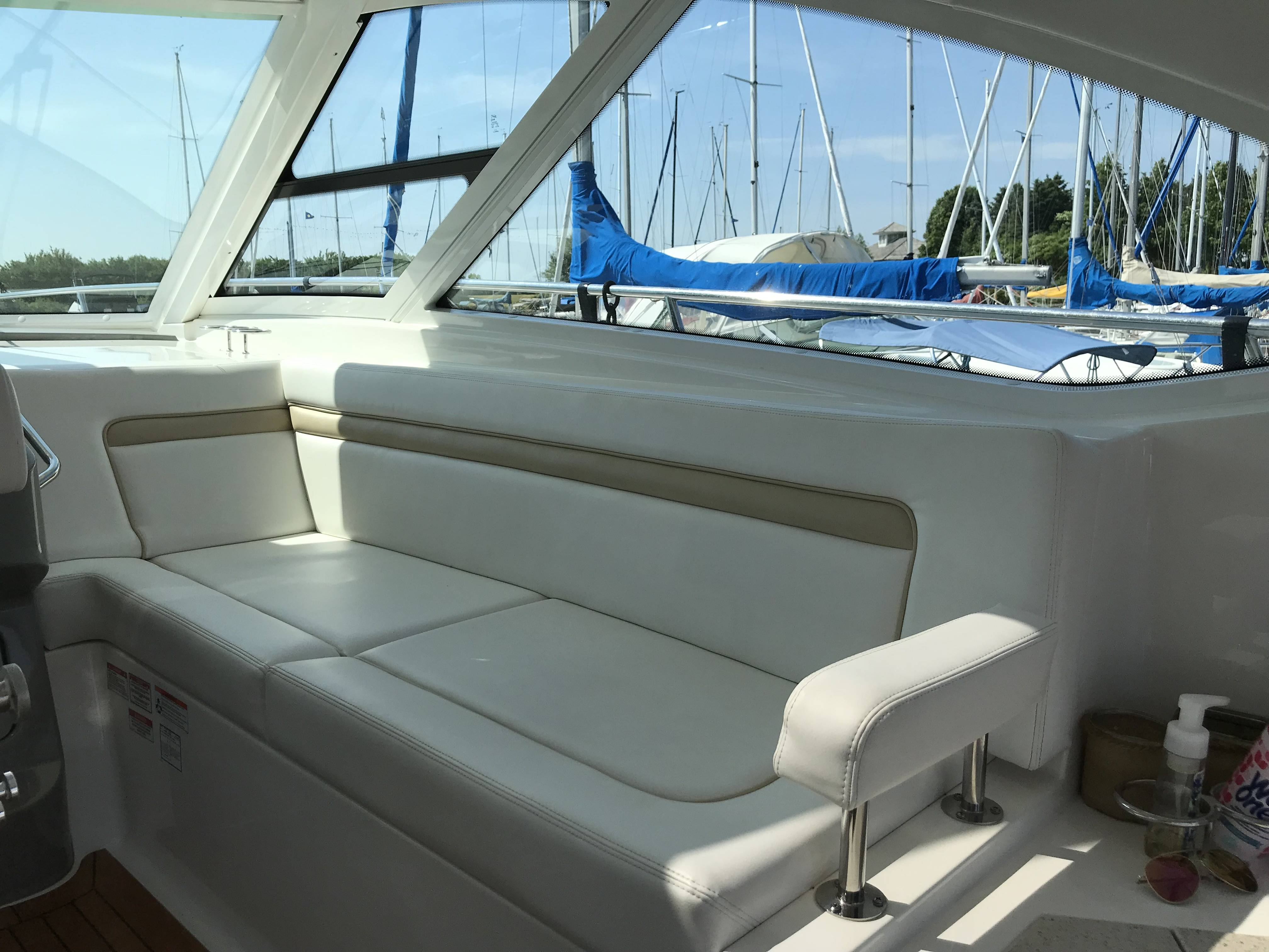 2010 Sea Ray boat for sale, model of the boat is 540 SUNDANCER & Image # 13 of 28