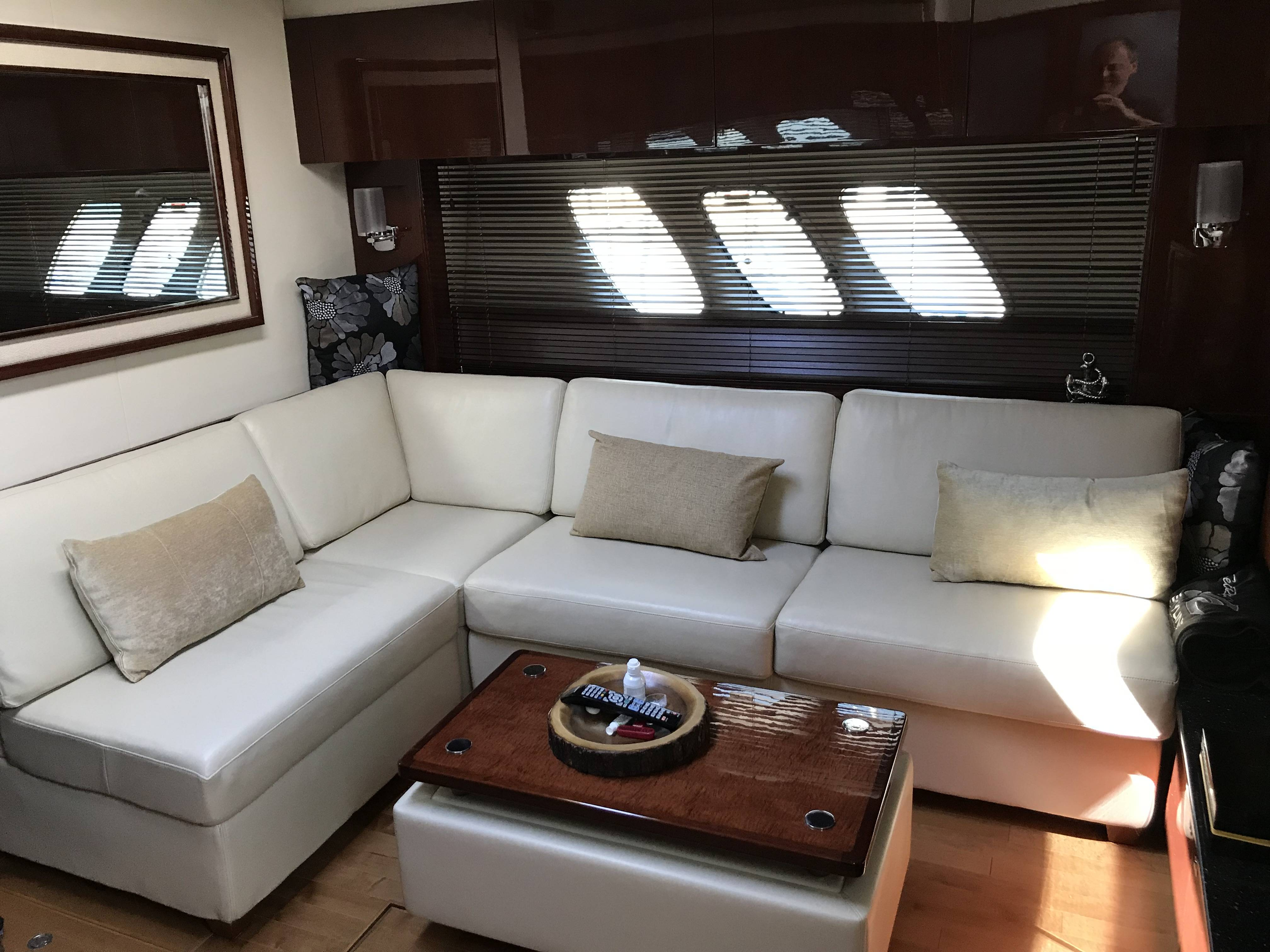 2010 Sea Ray boat for sale, model of the boat is 540 SUNDANCER & Image # 23 of 28