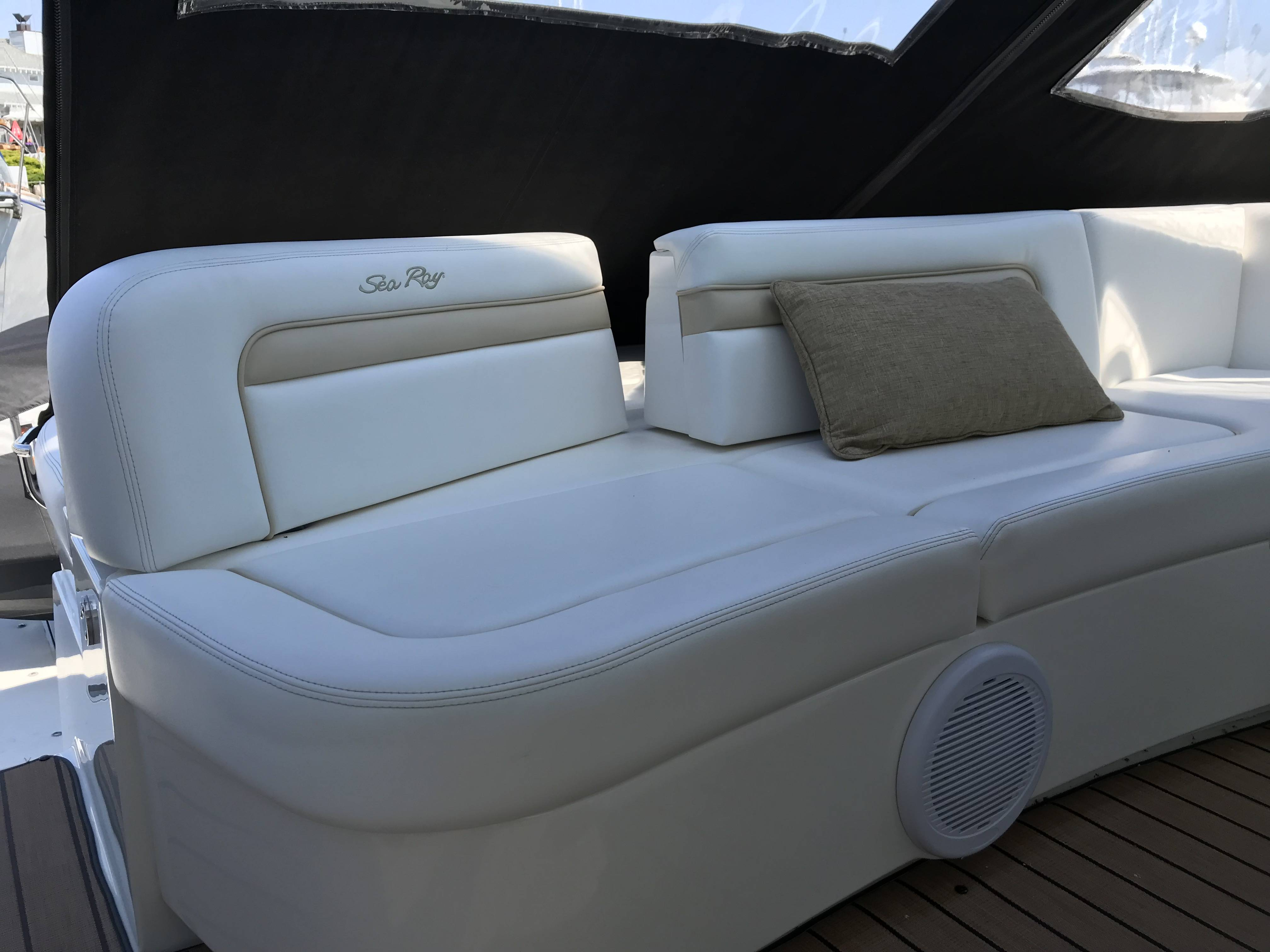 2010 Sea Ray boat for sale, model of the boat is 540 SUNDANCER & Image # 15 of 28