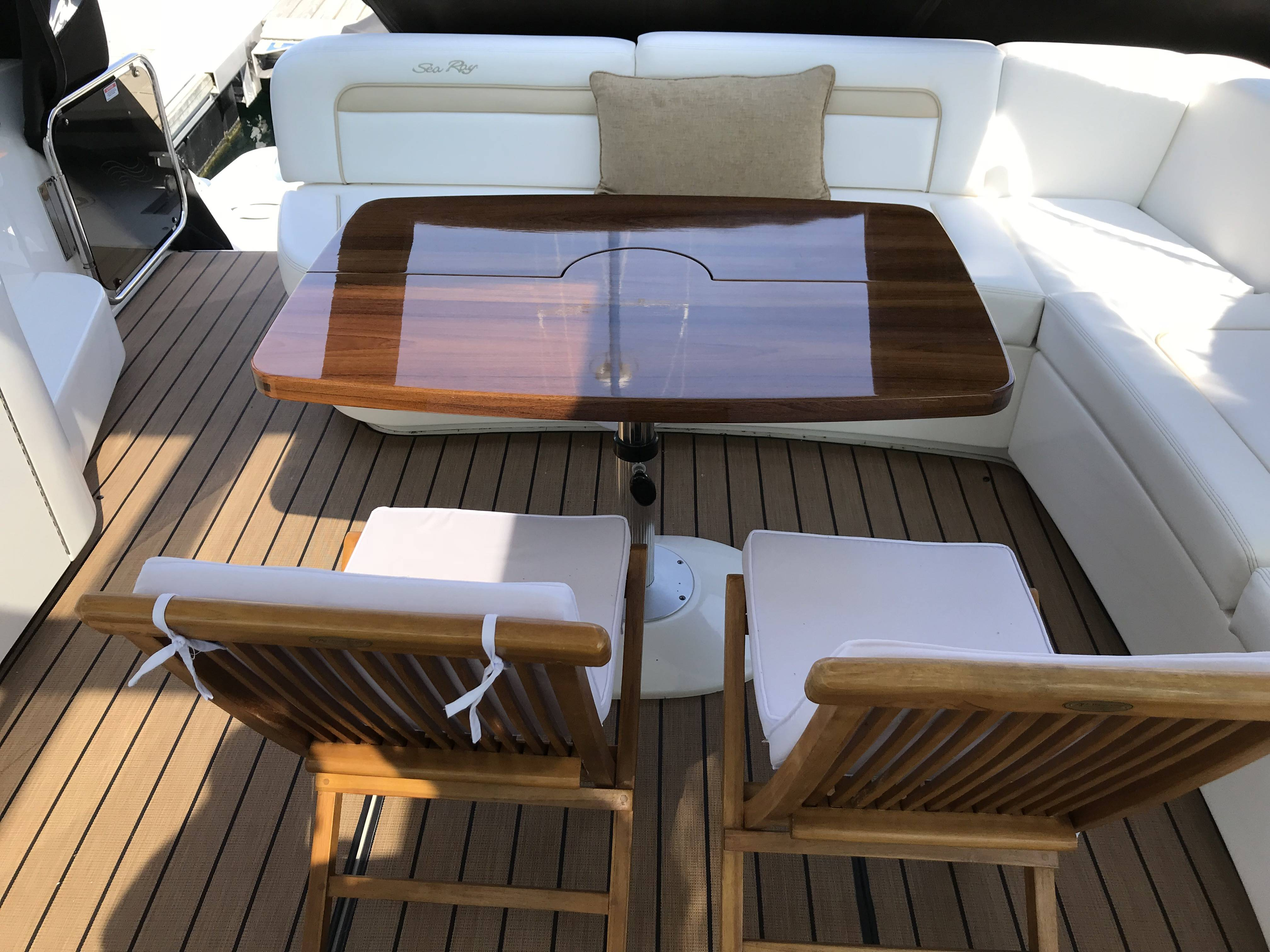2010 Sea Ray boat for sale, model of the boat is 540 SUNDANCER & Image # 14 of 28