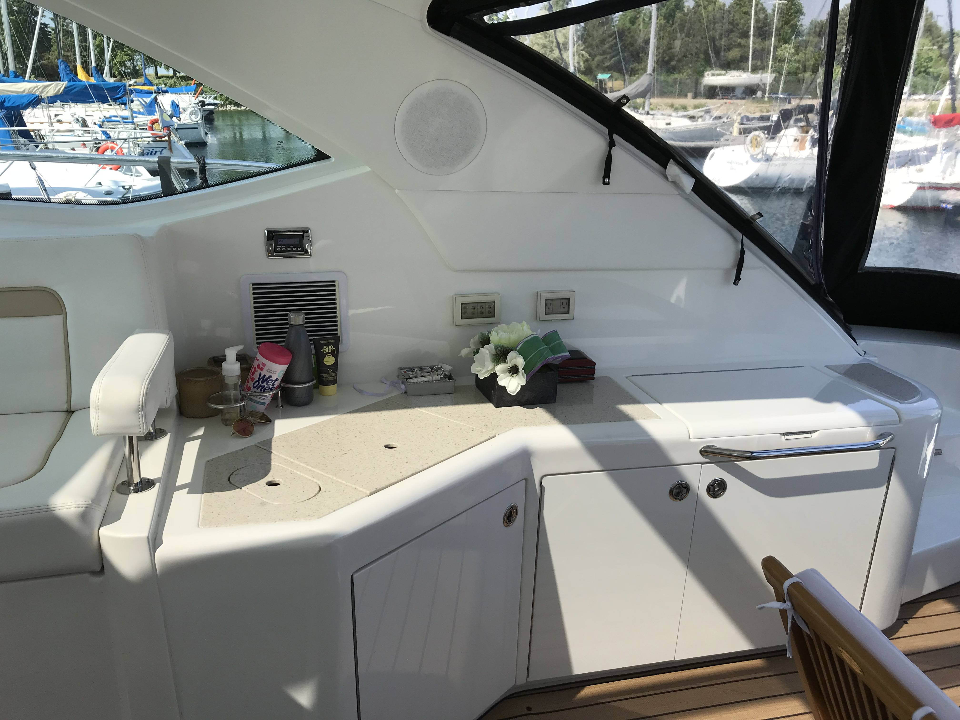 2010 Sea Ray boat for sale, model of the boat is 540 SUNDANCER & Image # 16 of 28