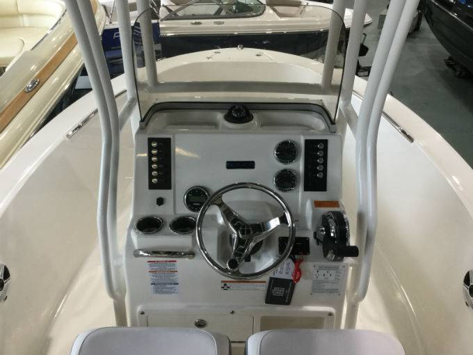 2020 Robalo boat for sale, model of the boat is R180 & Image # 14 of 15