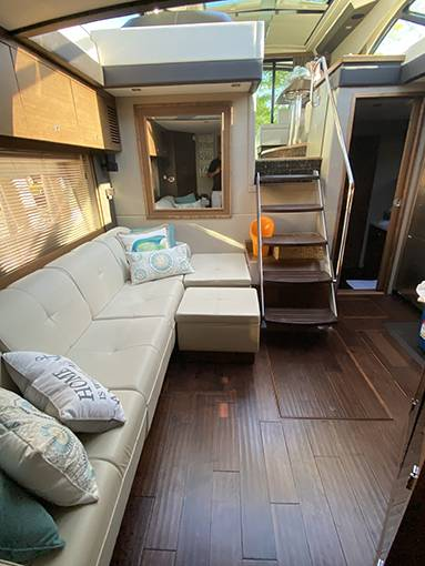 2014 Sea Ray boat for sale, model of the boat is 510 SUNDANCER & Image # 12 of 47