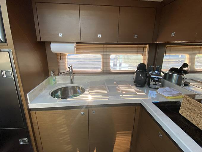 2014 Sea Ray boat for sale, model of the boat is 510 SUNDANCER & Image # 17 of 47