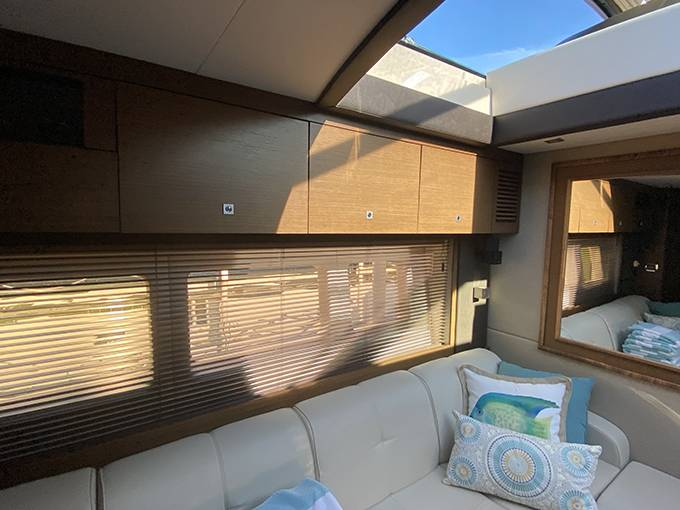 2014 Sea Ray boat for sale, model of the boat is 510 SUNDANCER & Image # 15 of 47