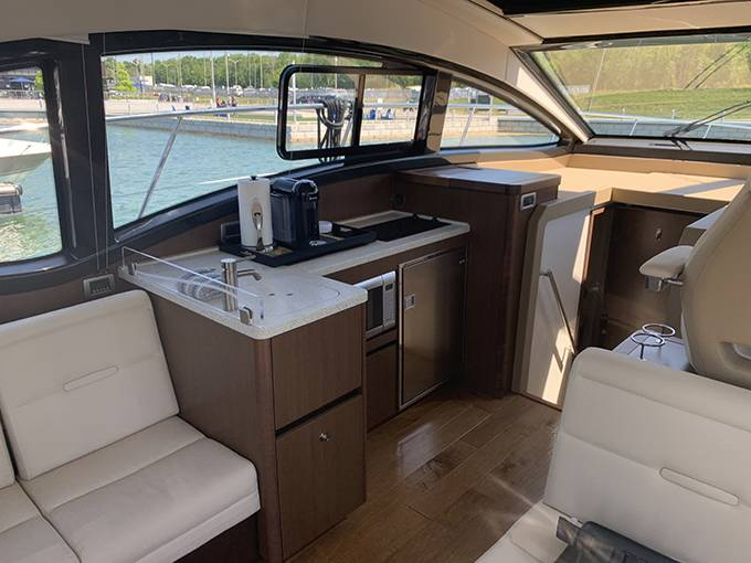 2016 Sea Ray boat for sale, model of the boat is 400 SUNDANCER & Image # 15 of 44