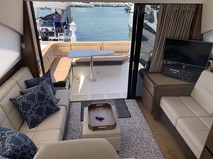 2016 Sea Ray boat for sale, model of the boat is 400 SUNDANCER & Image # 17 of 44