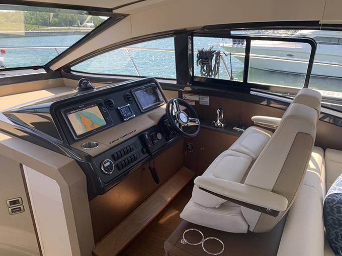 2016 Sea Ray boat for sale, model of the boat is 400 SUNDANCER & Image # 13 of 44